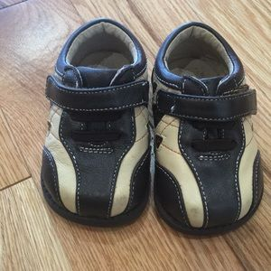 See Kai Run infant/toddler shoes, size 3.